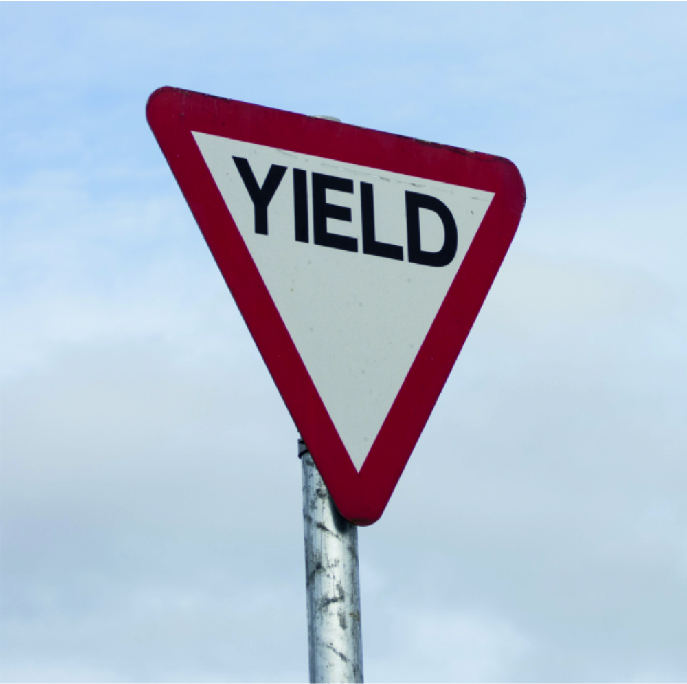reflective-pole-mounted-signs-yield